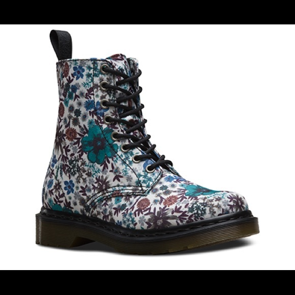 Page Wanderlust Floral Canvas Boots Us7